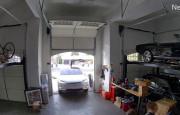 Tesla Model X'in Kapısı Açık Şekilde Garaja Girmeye Çalıştı