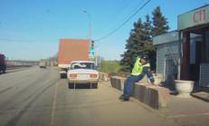 Trafik Polisi Araç Durdururken Düştü