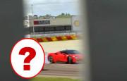 Ferrari SF90 Stradale Yanlarken Onu Çeken Araca Şaşıracaksınız