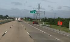 Aniden Kontrolden Çıkan SUV, Bariyerlere Çarpıp Takla Atıyor