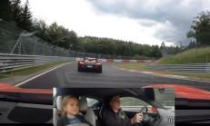 Küçük Kızıyla, Ring'te Carrera GT Kovalayan Adam
