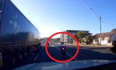 Makas Atan Motosikletli Ölümden Döndü