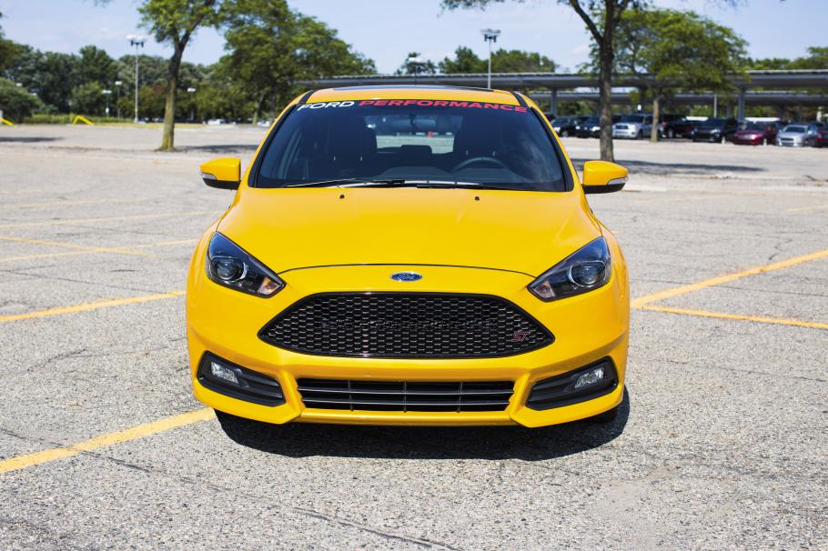 mountune 2015 ford focus st performans kiti yay nland. Black Bedroom Furniture Sets. Home Design Ideas