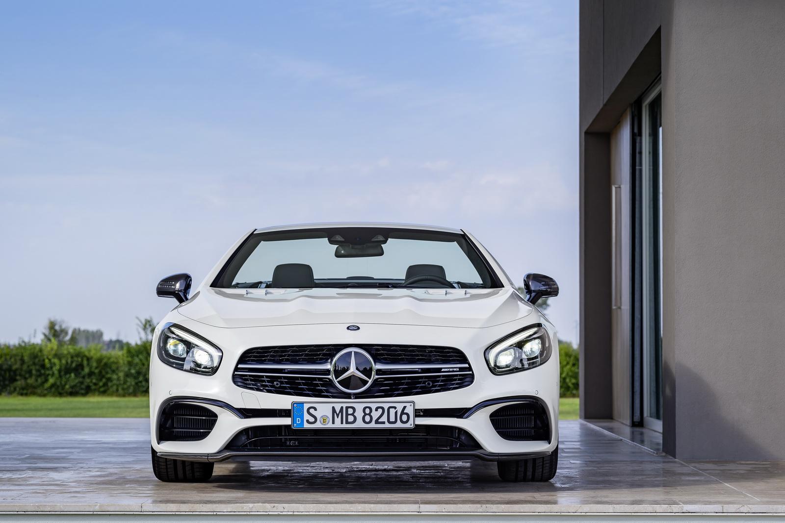 2017 Makyajlı Yeni Mercedes SL Serisi de Kendini Gösterdi