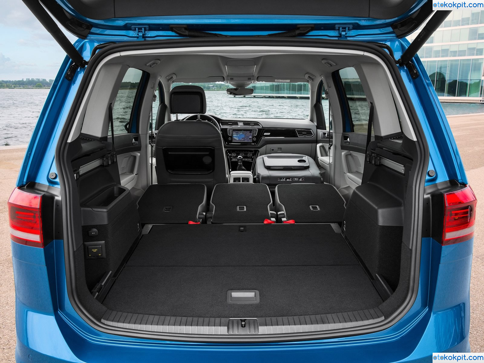 2016 yeni kasa volkswagen touran teknik zellikleri ve for Touran interieur 7 places