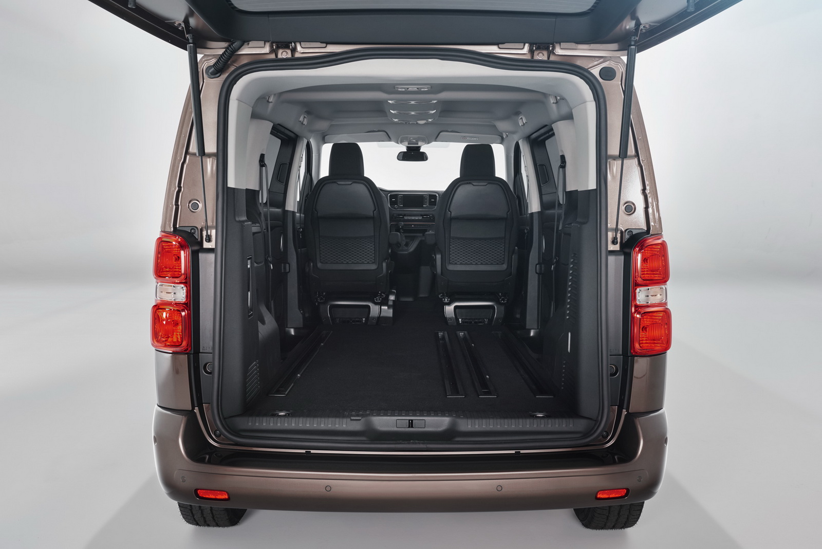 yeni toyota proace verso oto kokpit. Black Bedroom Furniture Sets. Home Design Ideas