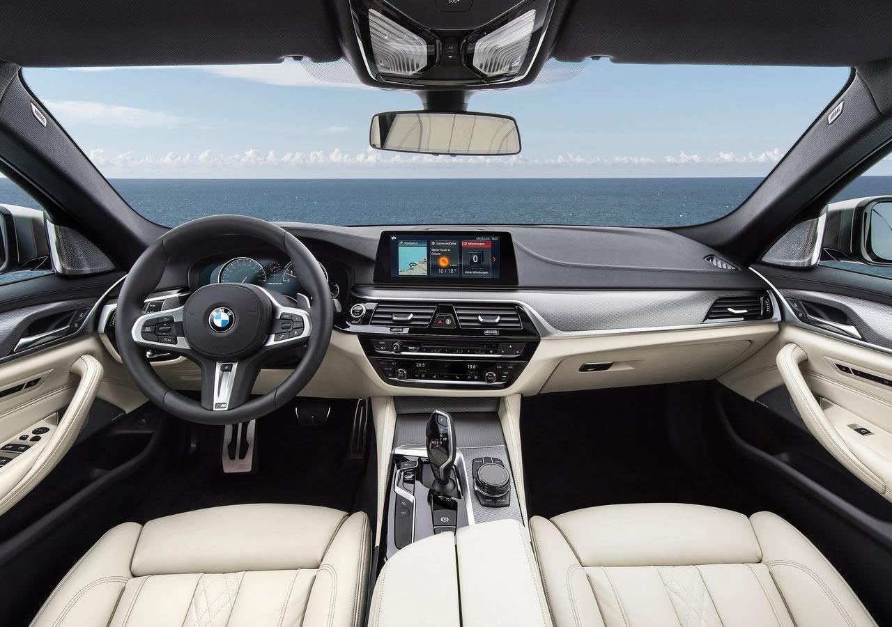 Yeni BMW M550i xDrive Kokpiti