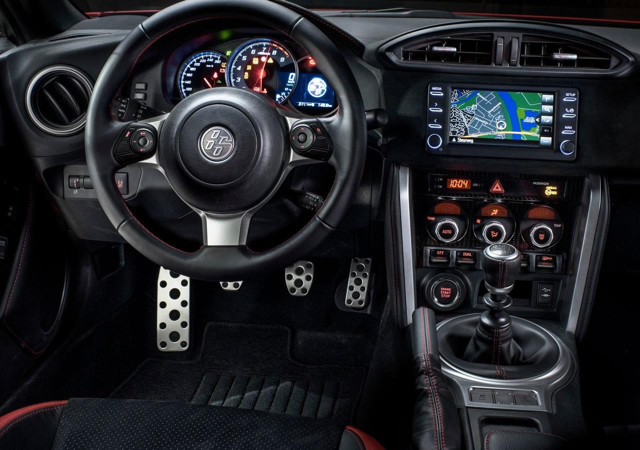 2017 Yeni Toyota GT 86 Kokpiti