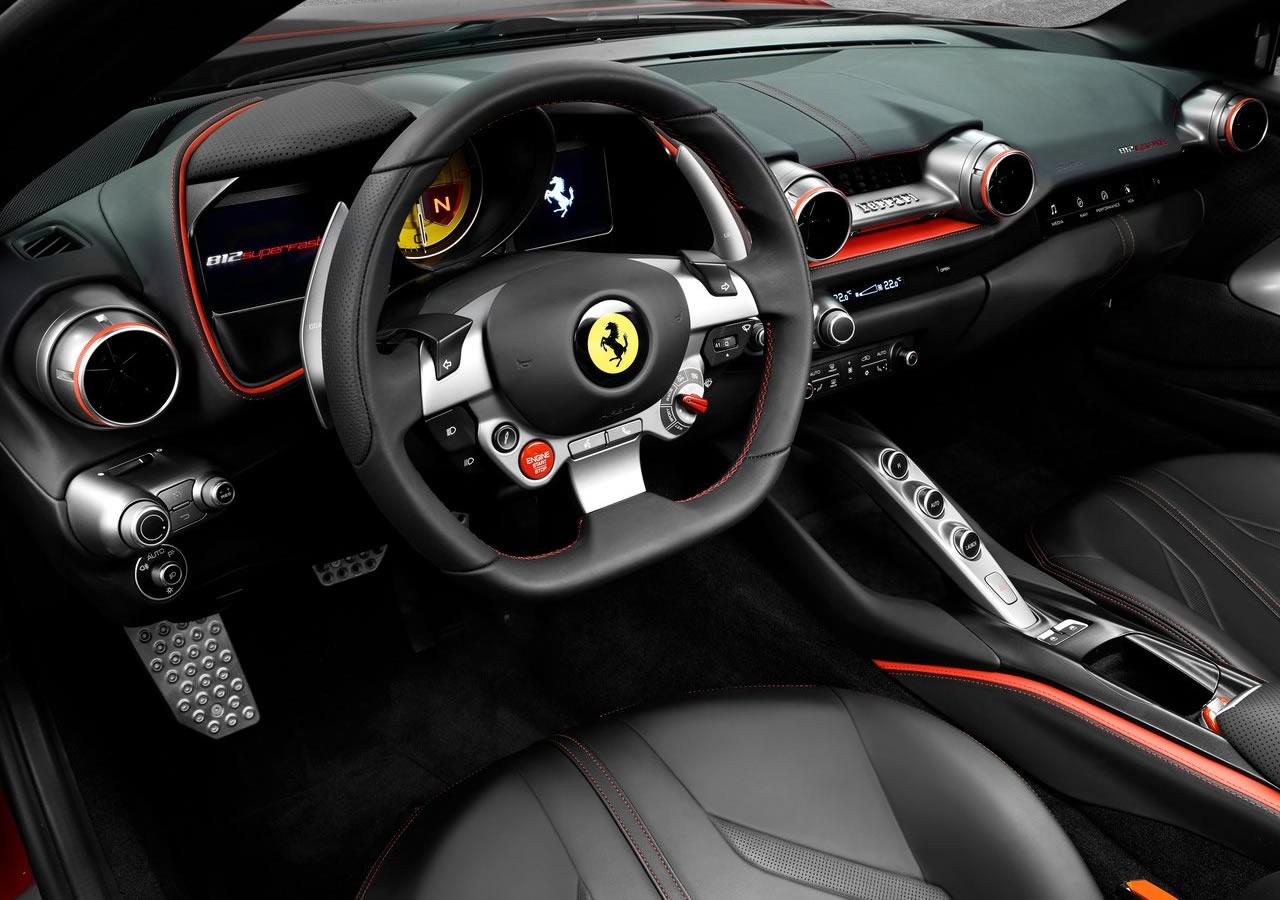 Yeni Ferrari 812 Superfast Kokpiti