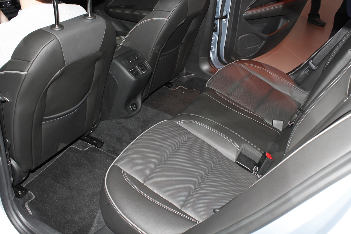 Yeni Opel Insignia Grand Sport Diz Mesafesi