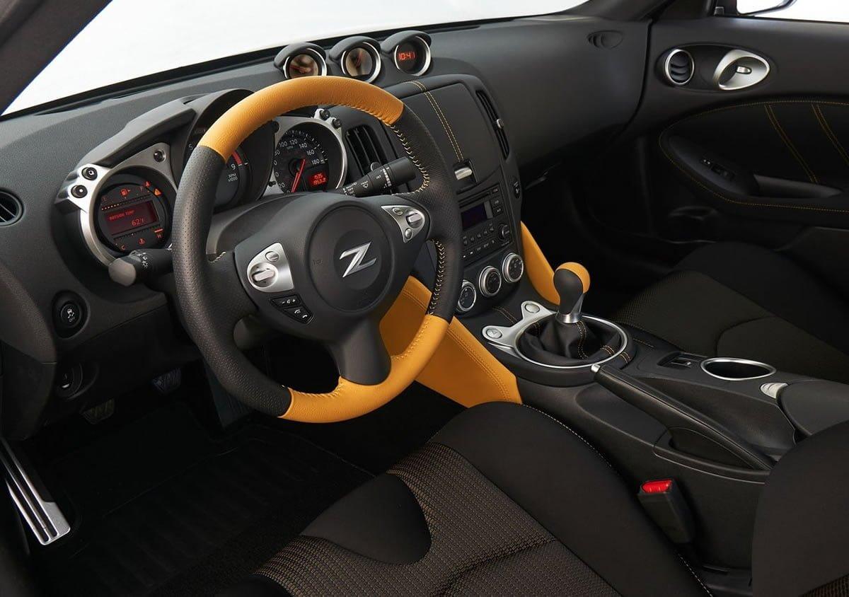 Yeni Nissan 370Z Heritage Edition İçi