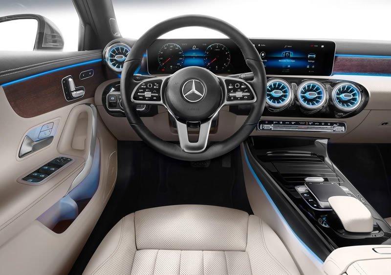 Yeni Mercedes-Benz A Serisi Sedan Kokpiti