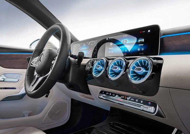 Yeni Mercedes-Benz A Serisi Sedan MBUX