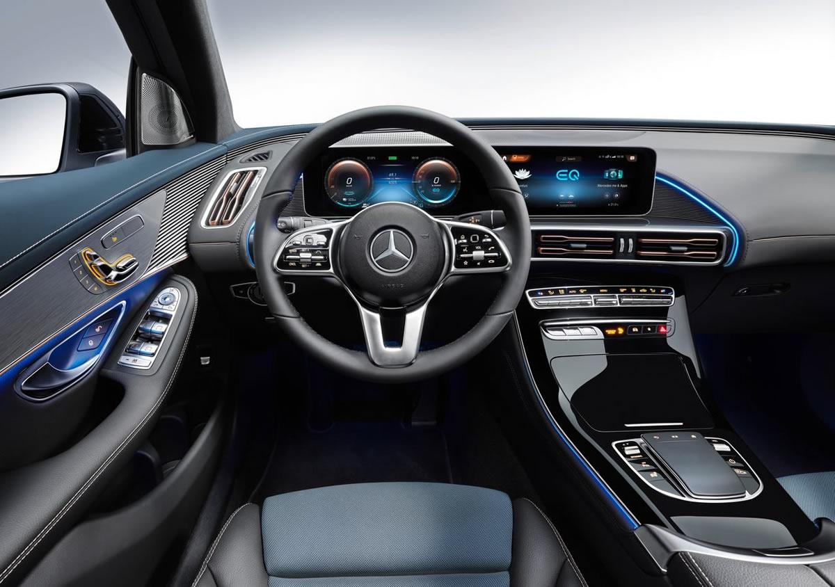 Yeni Mercedes-Benz EQC Kokpiti