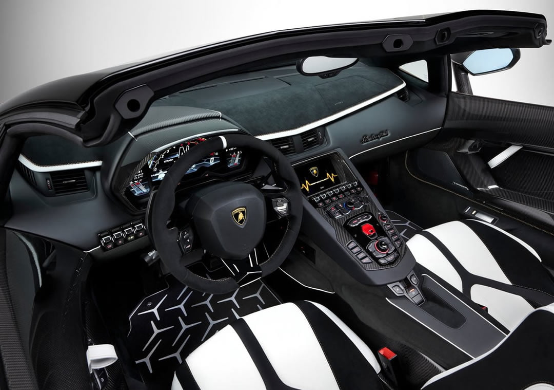 Yeni Lamborghini Aventador SVJ Roadster Kokpiti