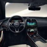 Makyajlı 2020 Jaguar XE Kokpiti