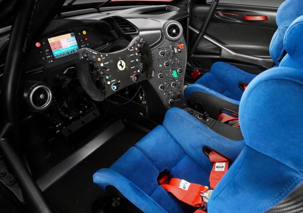Ferrari P80-C Kokpiti