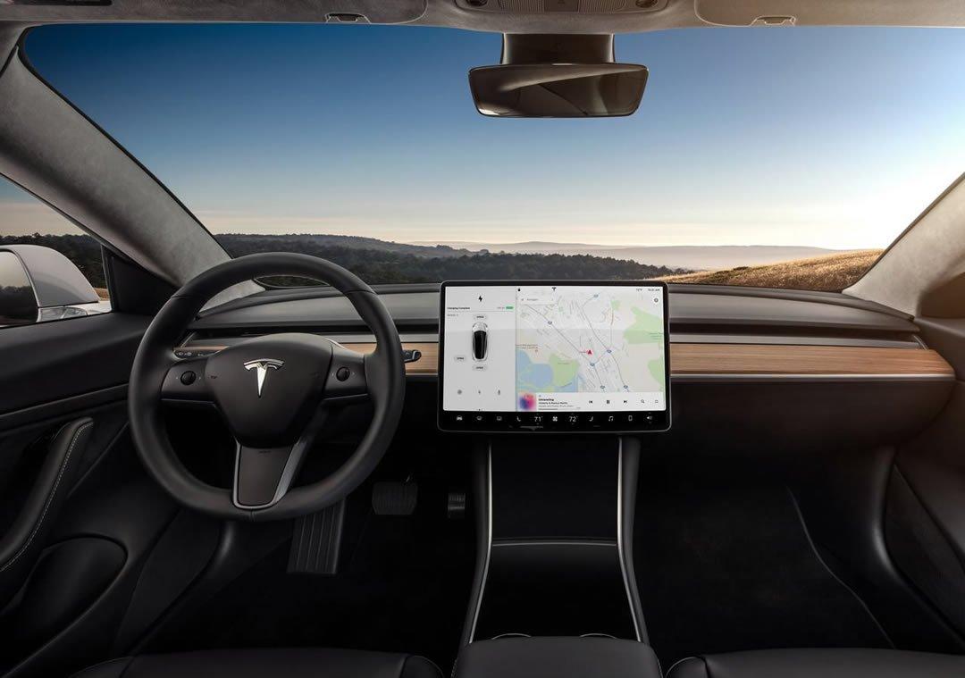 2019 Yeni Tesla Model 3 Kokpiti