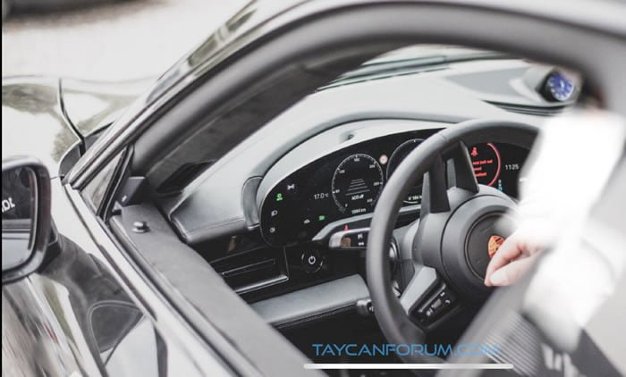 2020 Porsche Taycan Kokpiti