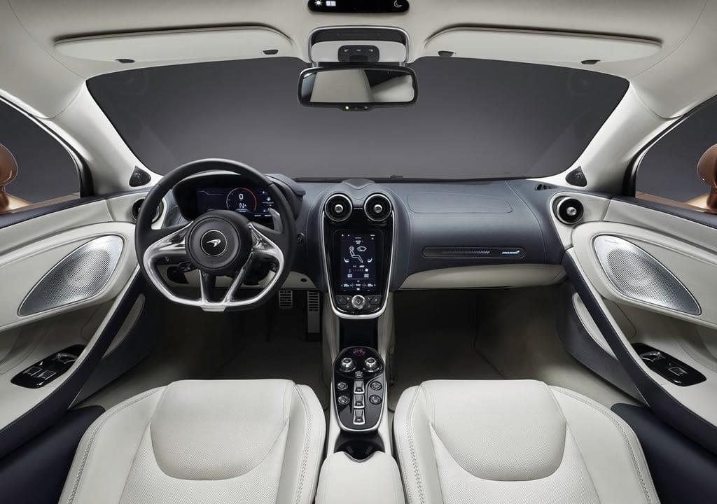 Yeni McLaren GT Kokpiti