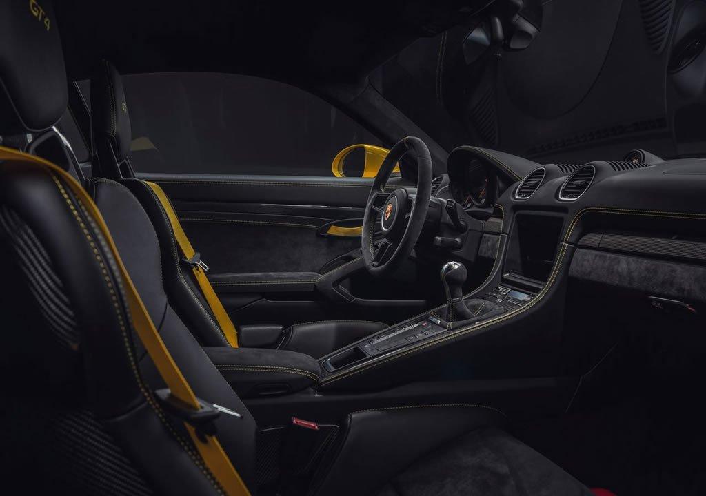 2020 Porsche 718 Cayman GT4 Kokpiti