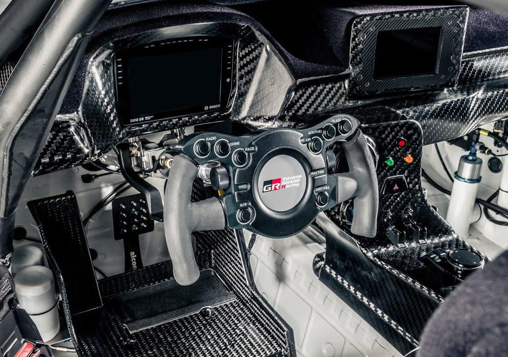 2020 Toyota Supra GT4 Kokpiti