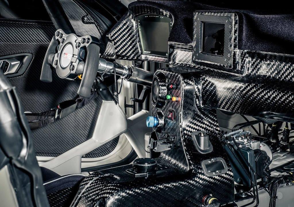 2020 Toyota Supra GT4 İçi