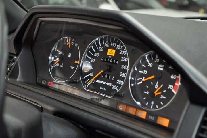 Mercedes-Benz E60 AMG W124 Kadran