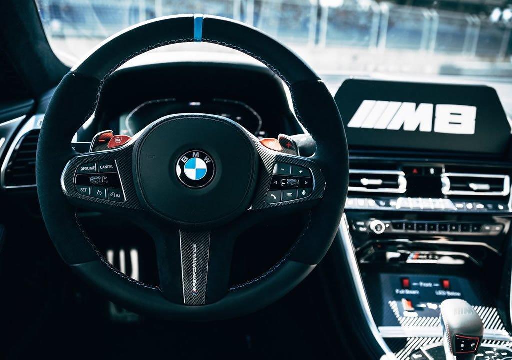 BMW M8 MotoGP Güvenlik Aracı Kokpiti