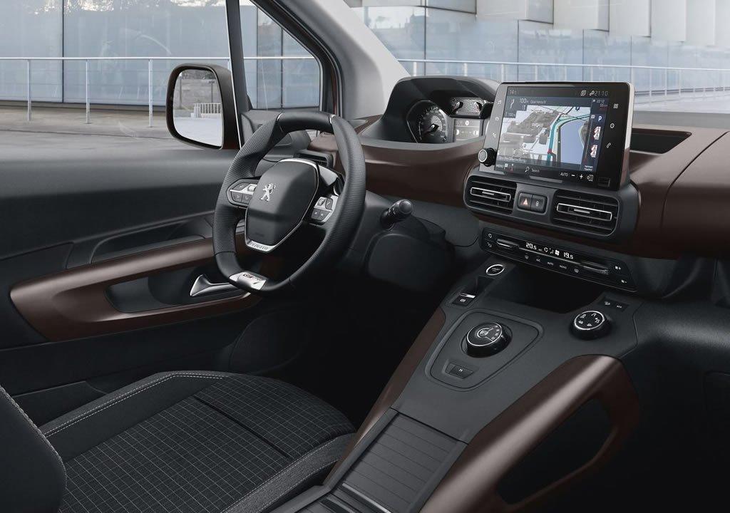 Yeni Peugeot Rifter Plus Kokpiti