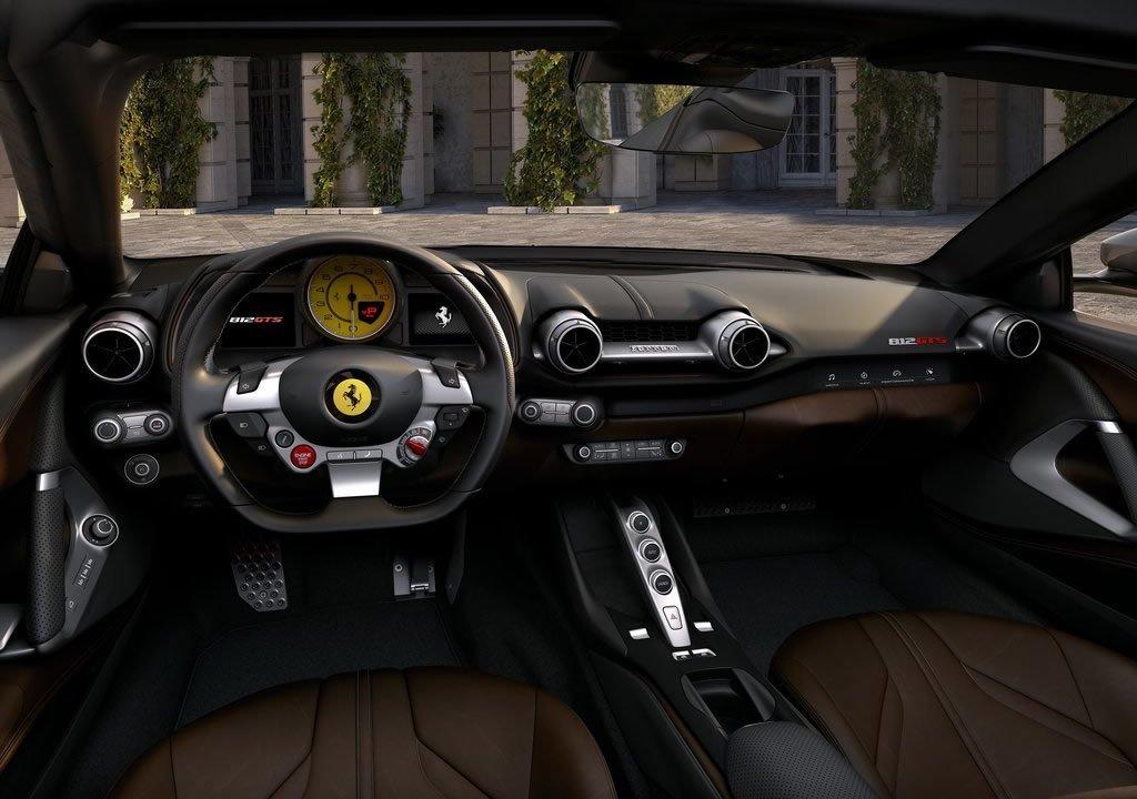 2020 Ferrari 812 GTS Kokpiti