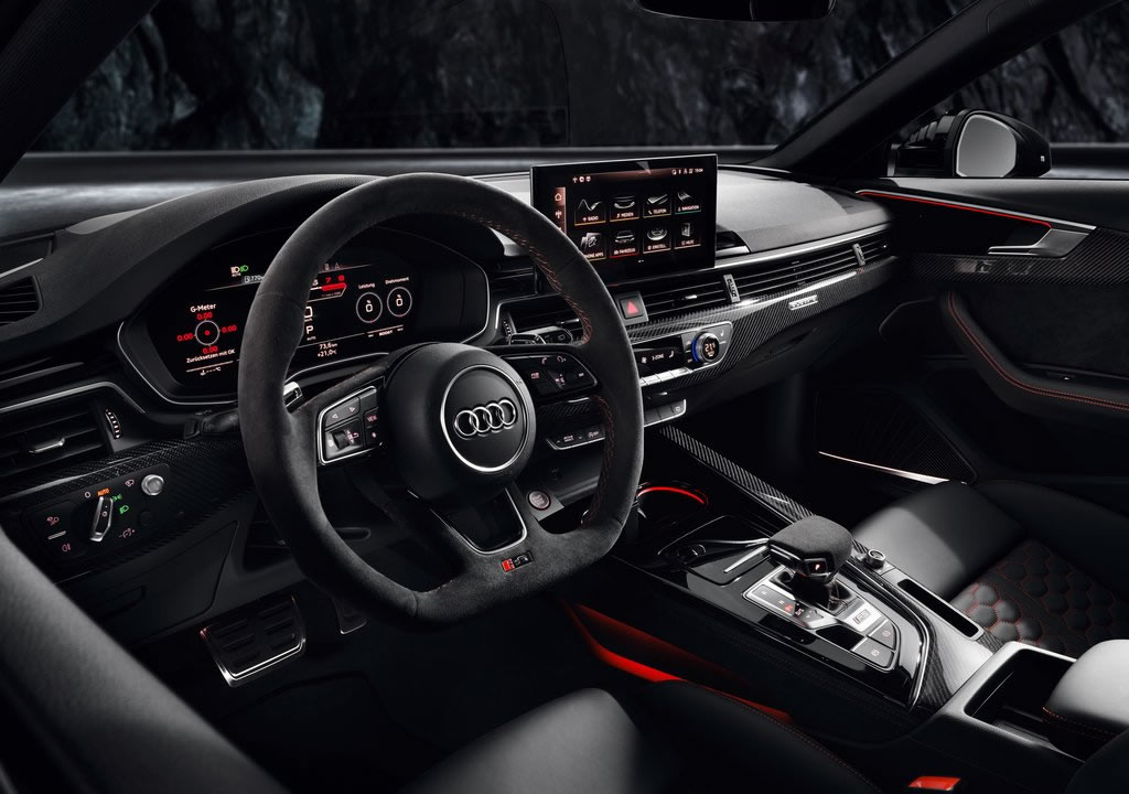 2020 Yeni Audi RS4 Avant İçi