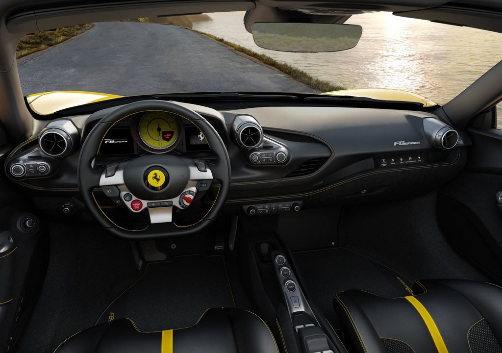 Yeni Ferrari F8 Spider Kokpiti