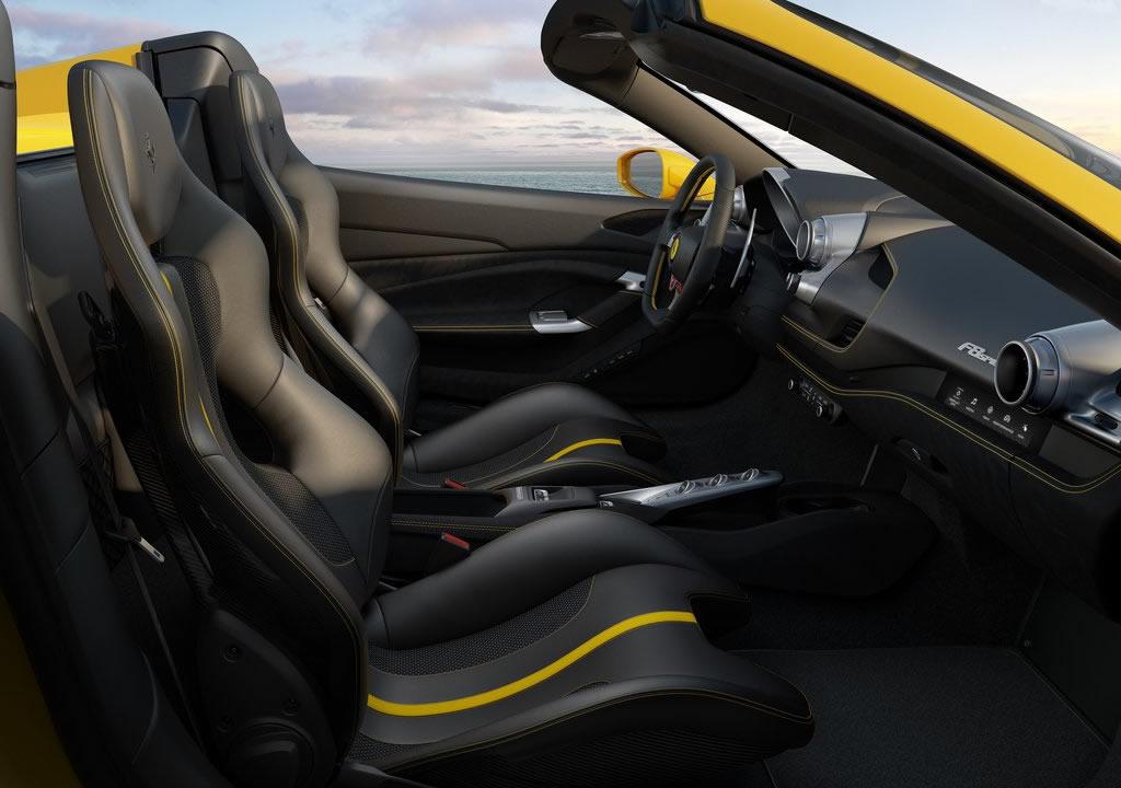 Yeni Ferrari F8 Spider İçi