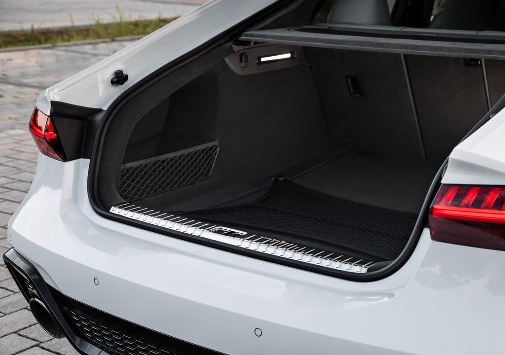 2020 Yeni Kasa Audi RS7 Bagaj Alanı