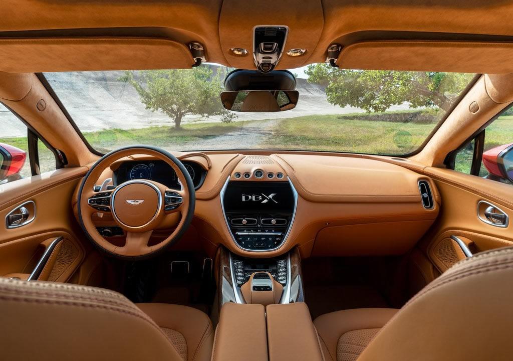 2021 Yeni Aston Martin DBX Kokpiti
