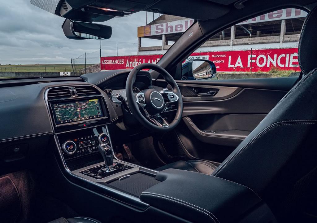 2020 Jaguar XE Reims Edition Kokpiti