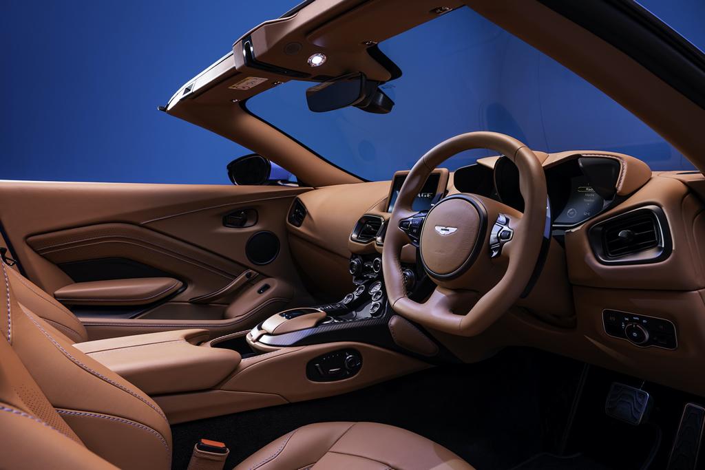 2020 Yeni Aston Martin Vantage Roadster Kokpiti