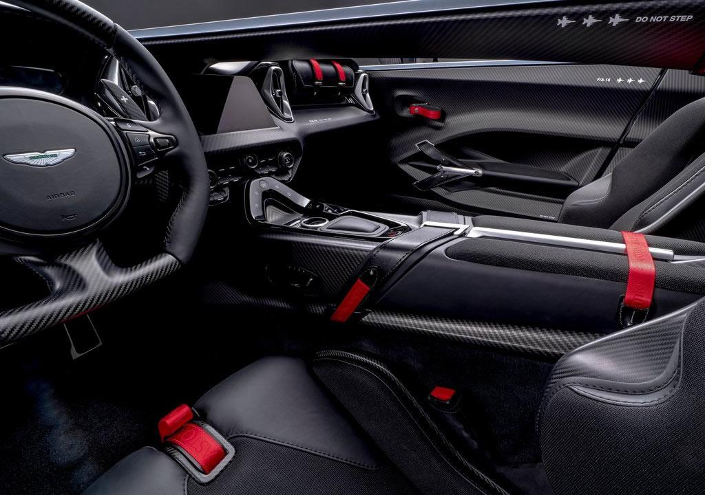 2021 Aston Martin V12 Speedster Kokpiti