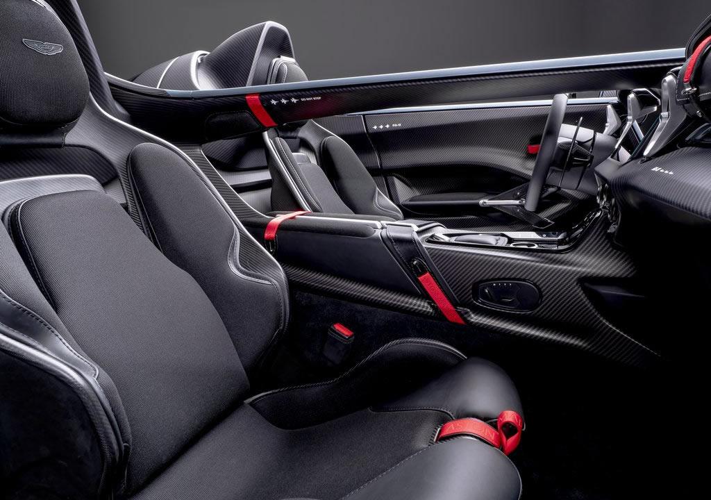 2021 Aston Martin V12 Speedster İçi