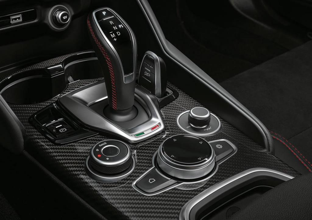 2020 Yeni Alfa Romeo Giulia Quadrifoglio İçi