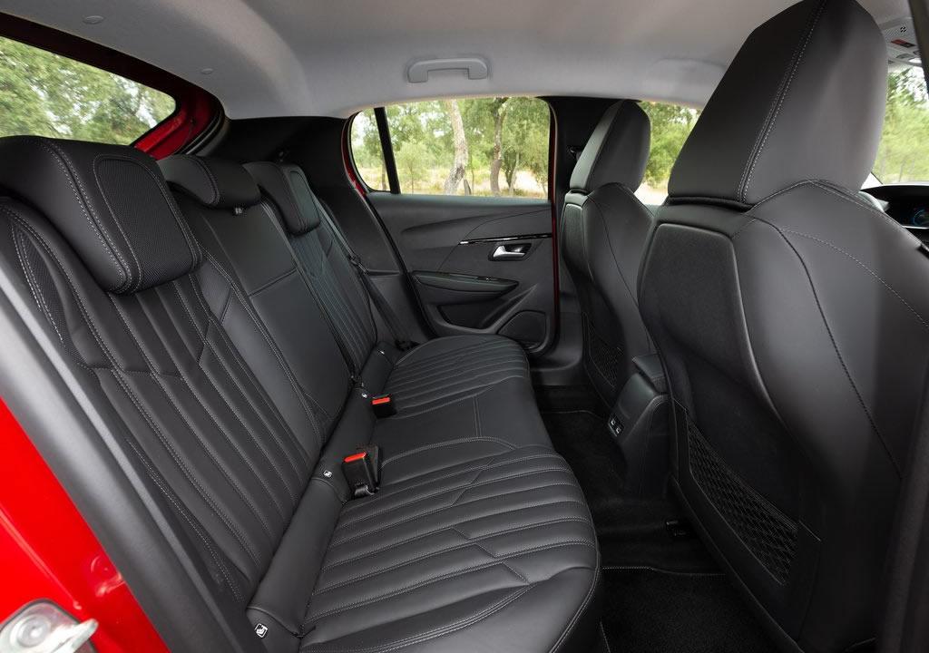 2020 Yeni Kasa Peugeot 208 Diz Mesafesi