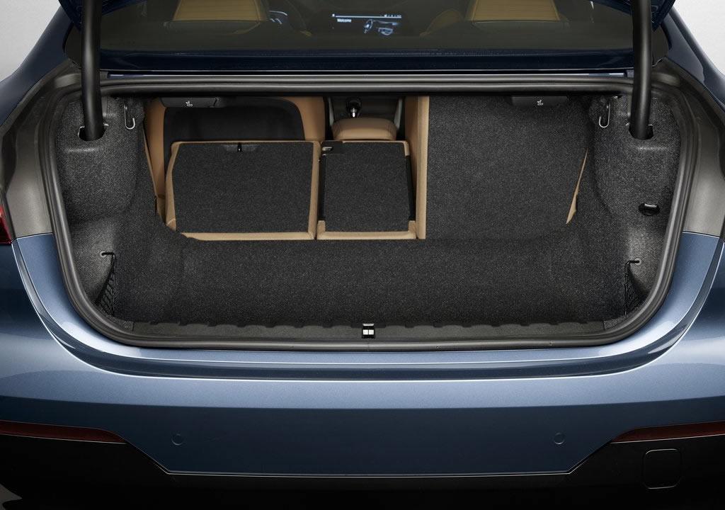 Yeni Kasa BMW 4 Serisi Coupe Bagaj Alanı