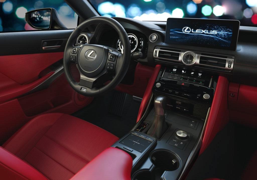 2021 Yeni Lexus IS Kokpiti