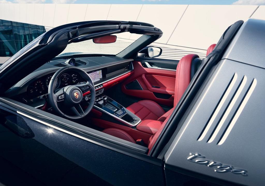 2021 Yeni Porsche 911 Targa 4 Kokpiti