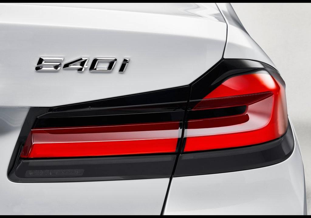 Makyajlı 2021 BMW 540i 0-100 km/s