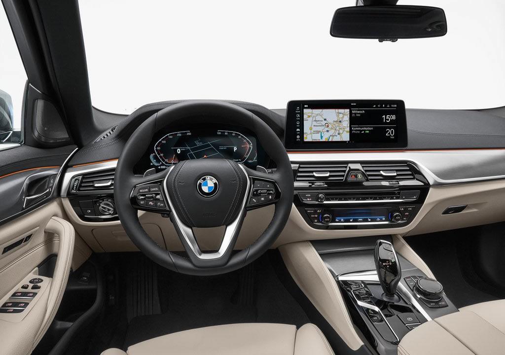 Makyajlı 2021 BMW 5 Serisi Touring Kokpiti