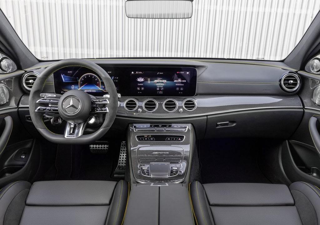 Makyajlı 2021 Mercedes-AMG E63 Kokpiti