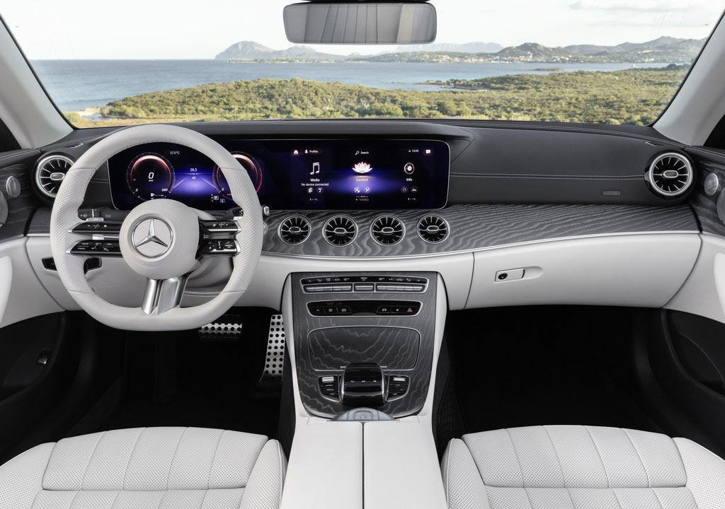 Makyajlı 2021 Mercedes-Benz E-Serisi Cabriolet Kokpiti