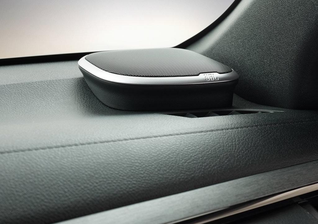 Makyajlı 2021 Toyota Hilux JBL Ses Sistemi